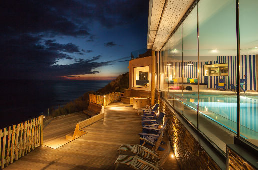Ein luxuriöses Hotel am Strand