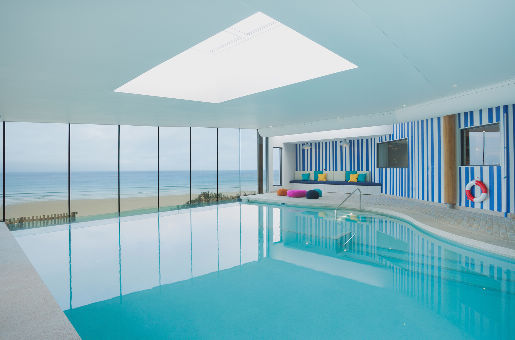 25 Meter langer Infinity Pool