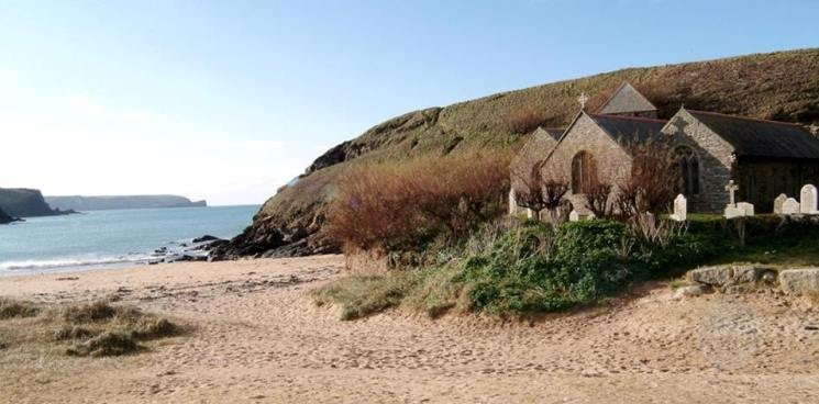 gunwalloe church cove