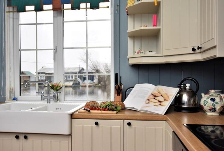 urlaub reisen ferienhaus norfolk broads mit wasserblick mieten urlaub ost anglia urlaub. Black Bedroom Furniture Sets. Home Design Ideas